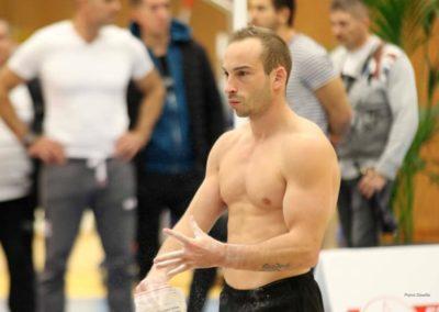 Julien Gobaux les mains pleines de magnésie - L'Étoile de Monaco