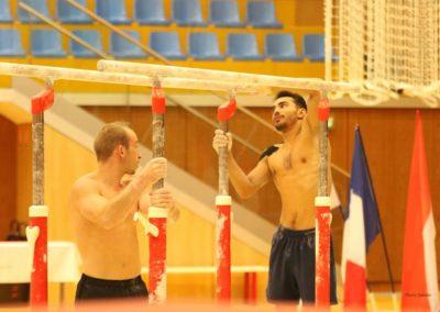 Julien Gobaux et  Ferhat Arican ajustent les barres parallèles - L'Étoile de Monaco