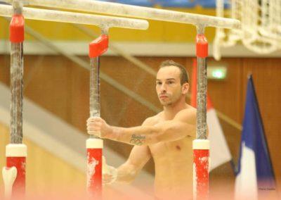 Julien Gobaux à côté des barres parallèles - L'Étoile de Monaco